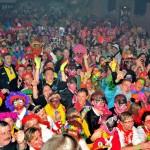 La foule en liesse pendant l'élection du prince -
